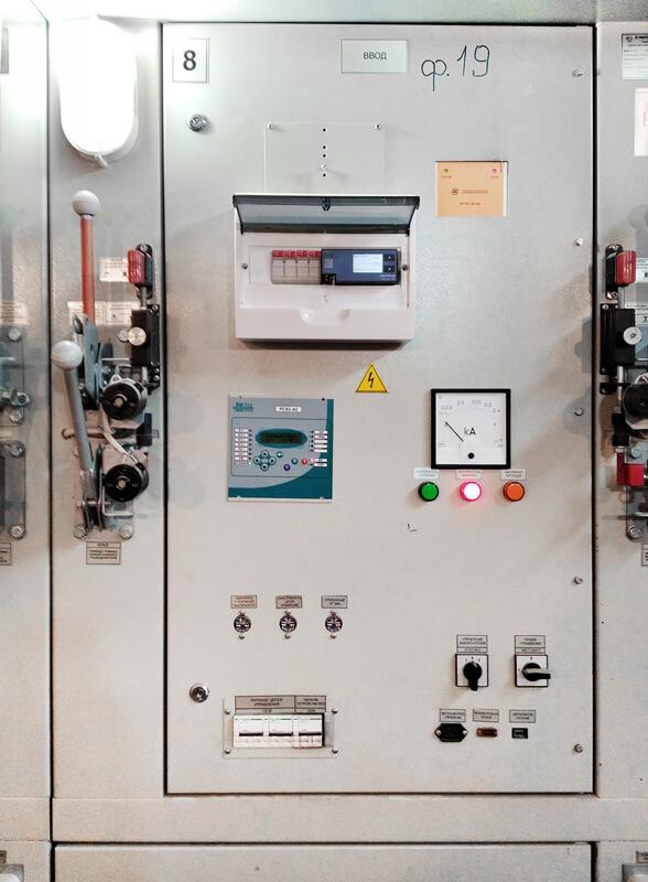 Вводные ячейки распределительного устройства (РУ 10кВ) с установленным анализаторы качества электроэнергии